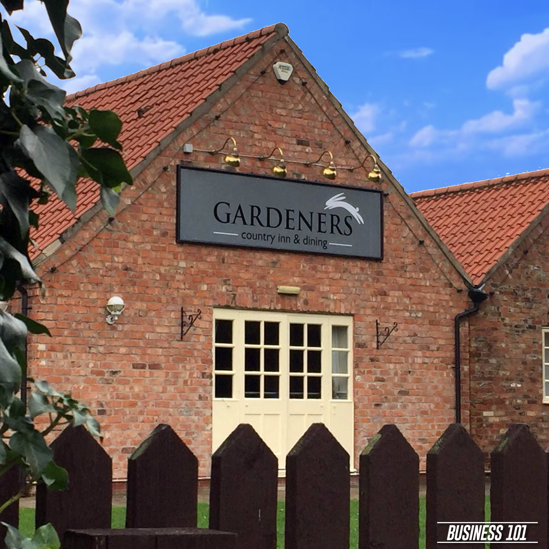 Signage in Hull - Gardeners Country Inn